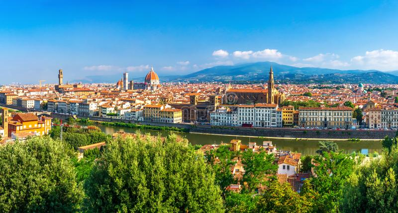 Mooi panorama op hart van het verbazen van de stad van Florence op duidelijke de zomerdag, Florence, Italië stock foto