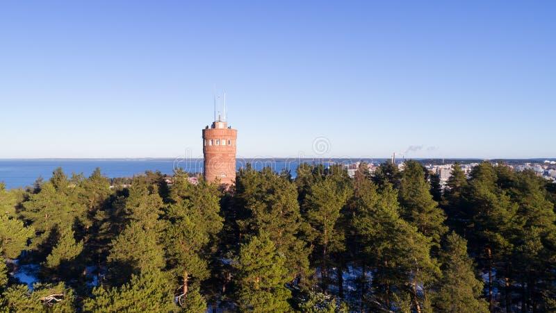Mooi panorama van observatietoren en de stad op achtergrond royalty-vrije stock fotografie