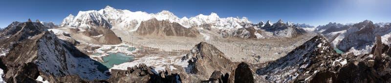 Mooi panorama van Onderstel Cho Oyu stock foto's