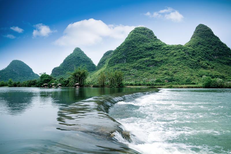 Mooi pastoraal landschap in yangshuo stock foto's