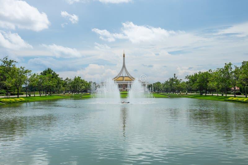 Mooi paviljoen in het park stock foto's