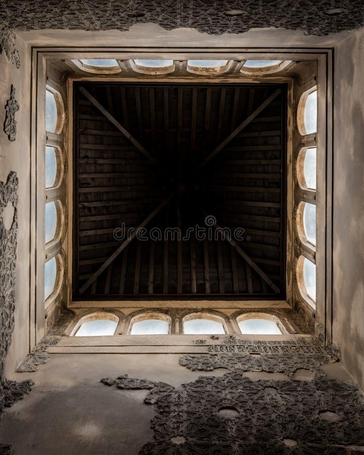 Mooi plafond in Alhambra in Granada stock foto's