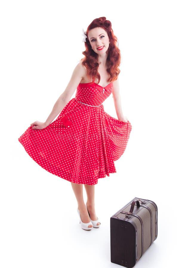 Mooi retro speld-omhooggaand meisje met rode stipkleding royalty-vrije stock fotografie