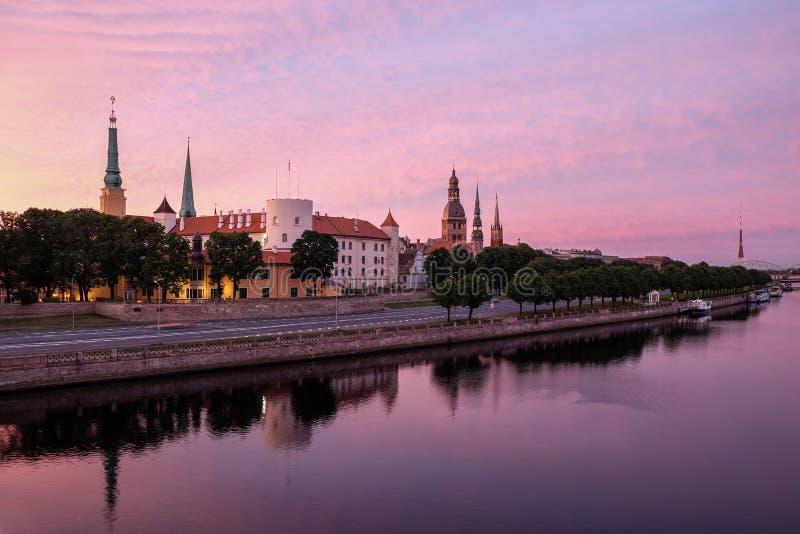 Mooi Riga vroege ochtend royalty-vrije stock fotografie