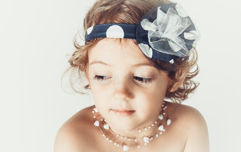 Download Mooi romantisch meisje stock afbeelding. Afbeelding bestaande uit modieus - 54079629