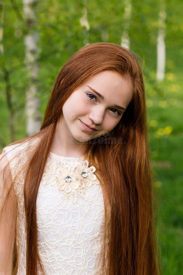 Mooi roodharig meisje royalty-vrije stock fotografie