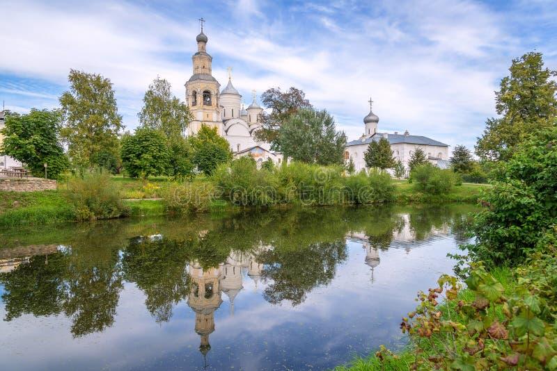 Mooi Russisch landschap met spaso-Prilutsky Klooster, Volo stock foto's