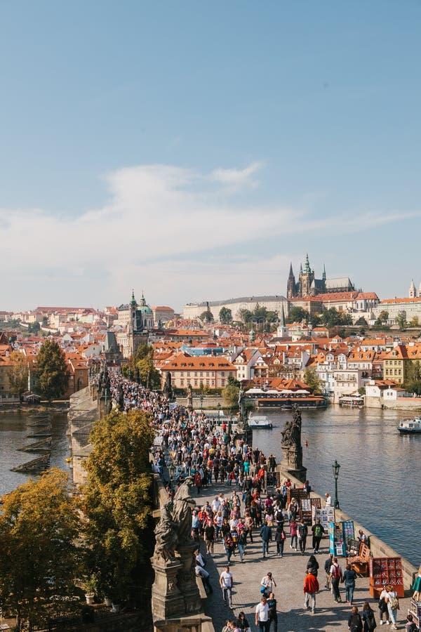 Mooi satellietbeeld van Charles Bridge in Praag in de Tsjechische Republiek stock afbeeldingen