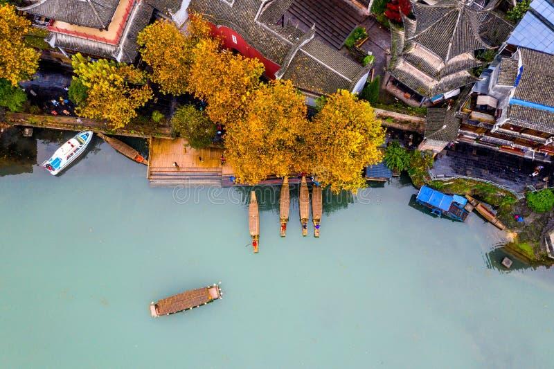 Mooi satellietbeeld van de oude stad van Fenghuang op Tuojiang-rivier royalty-vrije stock foto