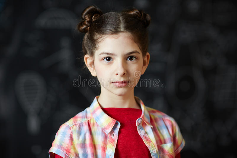 Mooi Schoolmeisje bij Bord royalty-vrije stock fotografie