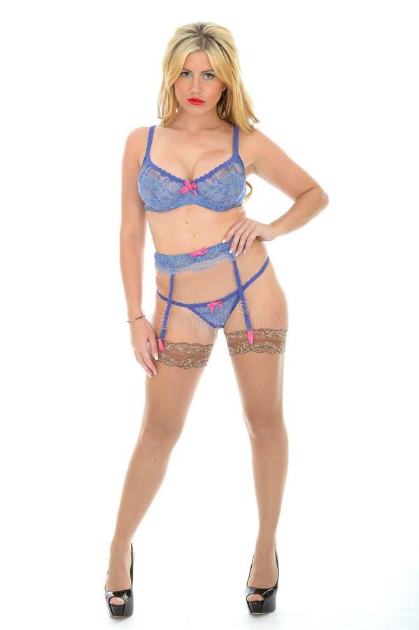 Download Mooi Sexy Arrogant Jong Pin Up Model Posing In Lilac Lingeriereeks Stock Foto - Afbeelding bestaande uit achtergrond, heup: 54083610
