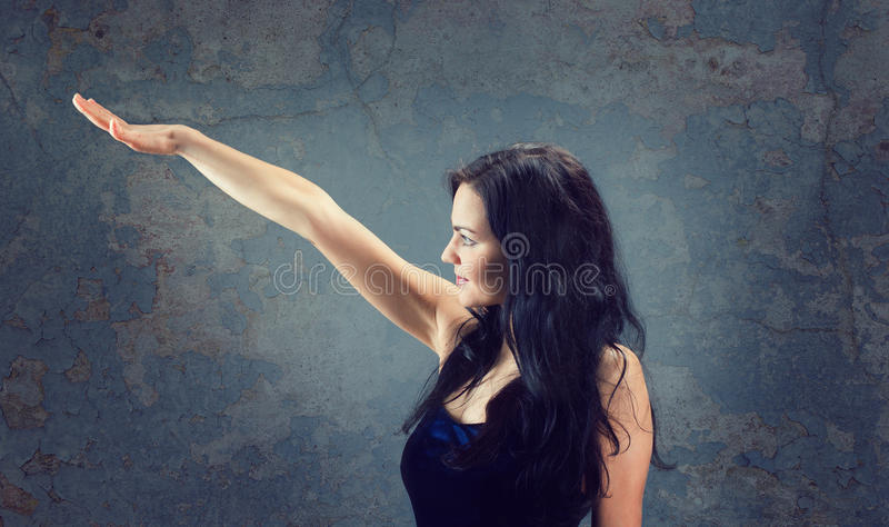Mooi sexy donkerbruin meisje royalty-vrije stock fotografie