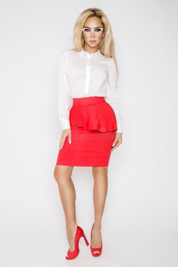 Mooi, sexy, elegant blonde vrouwelijk model in wit overhemd royalty-vrije stock fotografie
