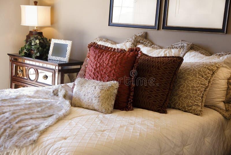 Mooi slaapkamer binnenlands ontwerp stock afbeeldingen