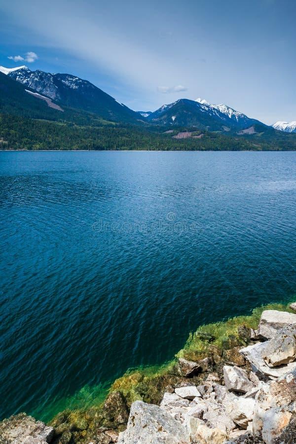Mooi Slocan-Meer in binnenlands Brits Colombia dichtbij de stad van Nieuw Denver stock foto's