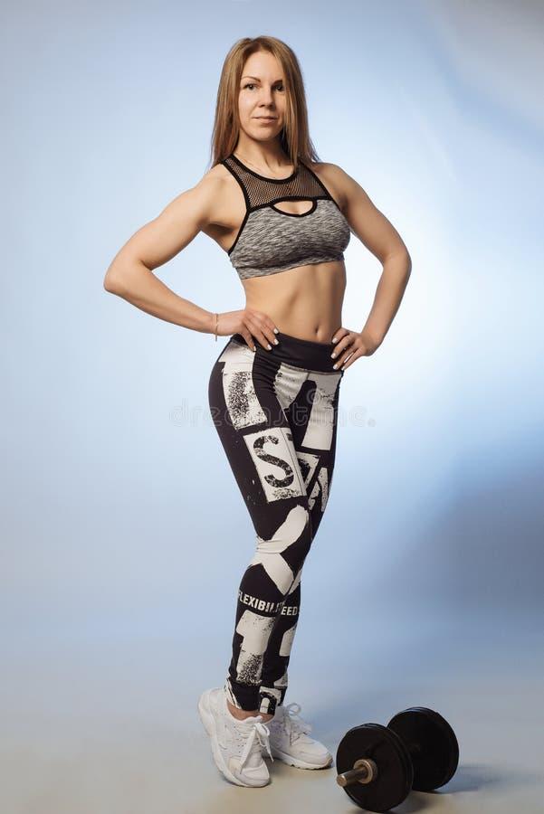 Mooi sportenmeisje met domoren royalty-vrije stock afbeelding