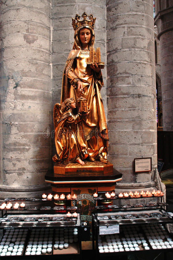 Mooi standbeeld in de kathedraal in Brussel stock fotografie