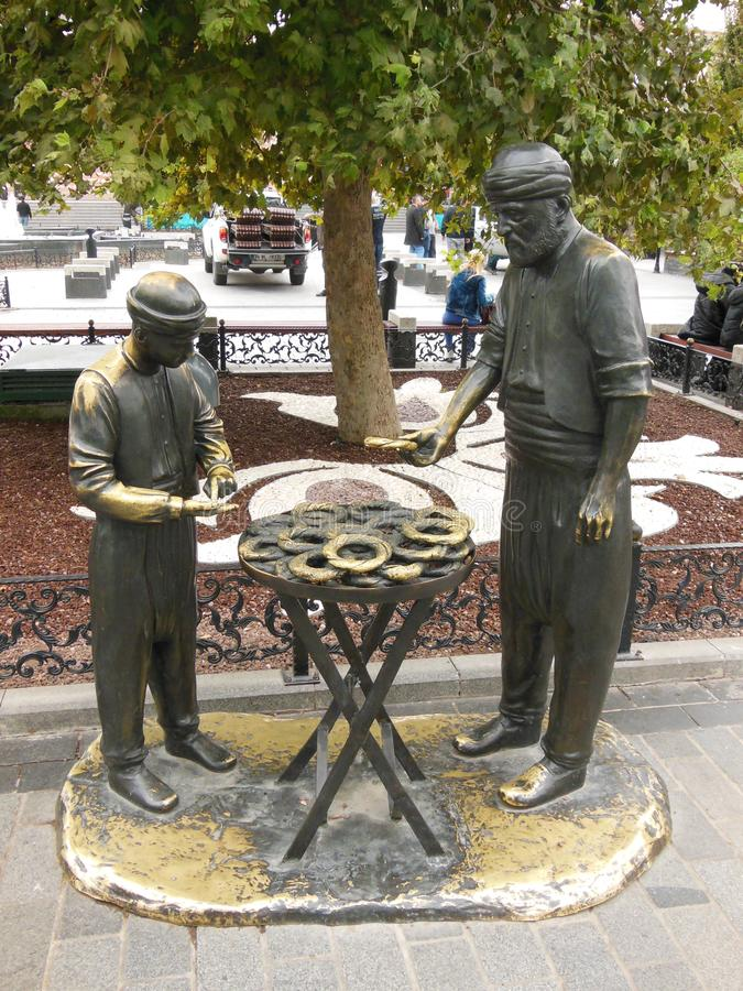 Mooi standbeeld in openbaar park in Eminonu-vierkant in Istanboel royalty-vrije stock foto's