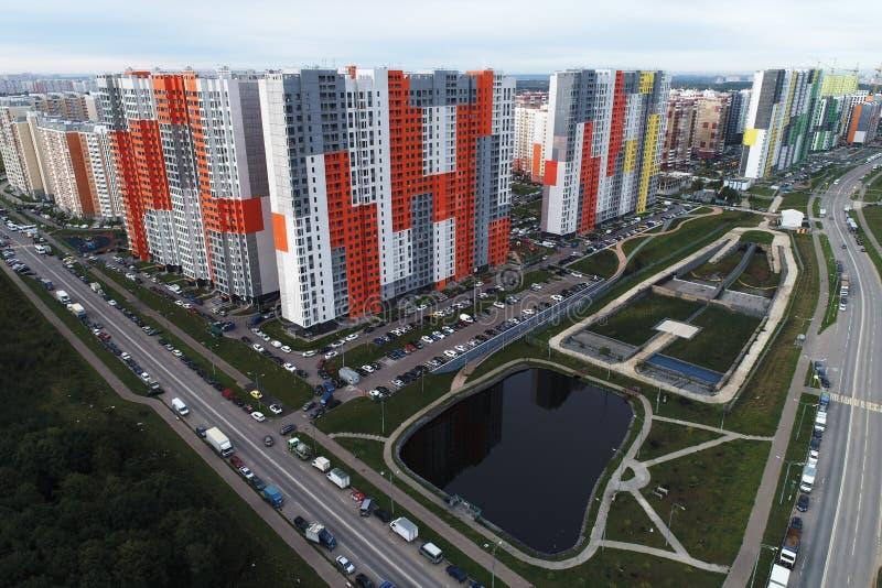 Mooi stedelijk landschap en onroerende goederen'Butovo Park 2 'district, Moskou, Rusland stock fotografie
