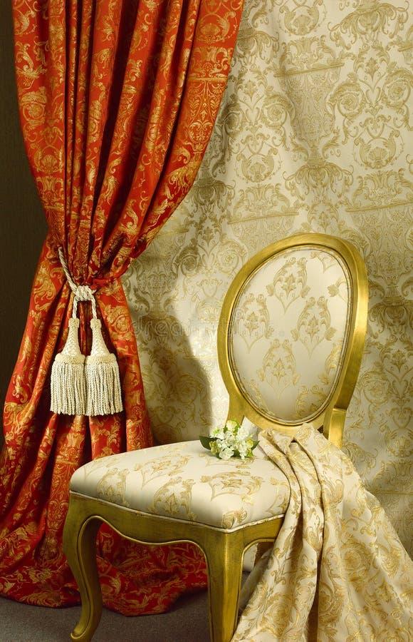 Mooi stoel en gordijn royalty-vrije stock foto