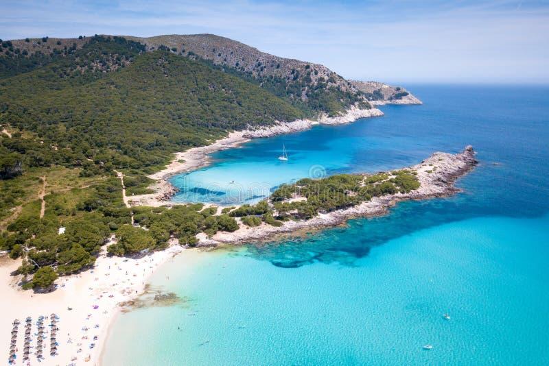 Mooi strand in Cala Agulla Mallorca stock foto