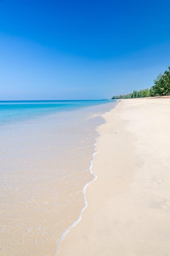 Mooi strand en tropische overzees stock afbeeldingen