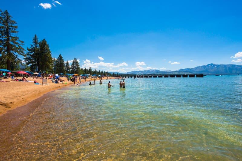 Mooi strand in Meer Tahoe, Californië stock foto's