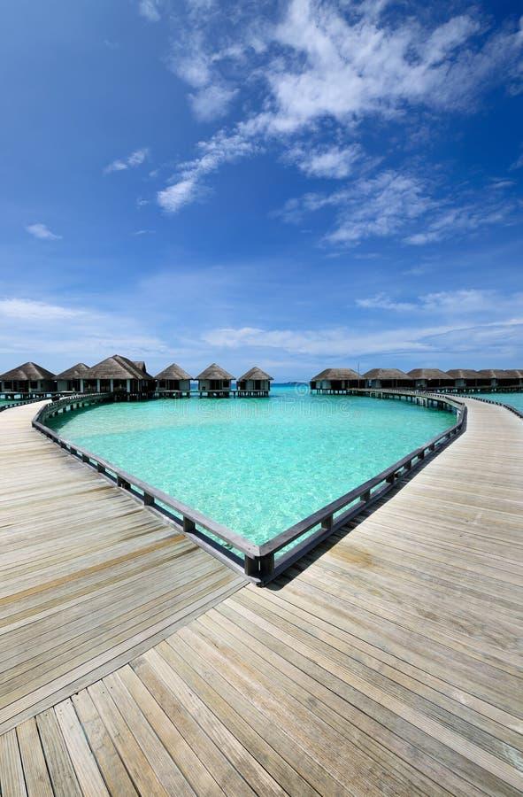 Download Mooi Strand Met Waterbungalowwen Stock Foto - Afbeelding bestaande uit indisch, toneel: 29504426