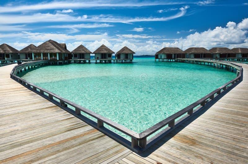 Download Mooi Strand Met Waterbungalowwen Stock Afbeelding - Afbeelding bestaande uit zuiden, idyllisch: 29504605