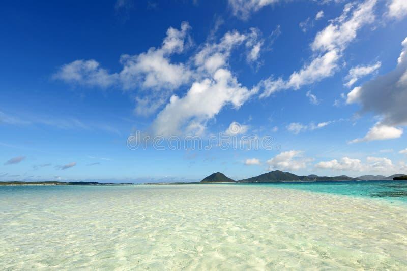 Mooi strand in Okinawa stock foto's