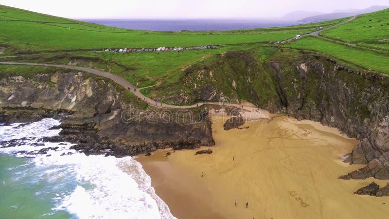 Mooi strand op Dingle Schiereiland bij de westkust van Ierland royalty-vrije stock foto