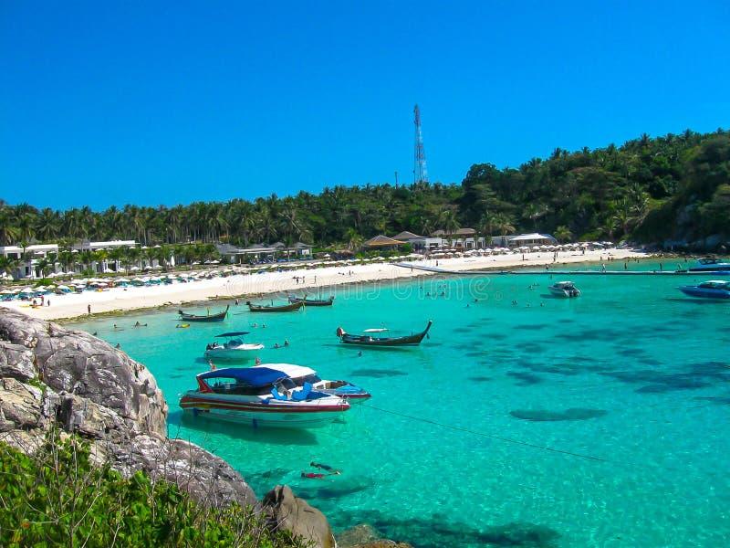 Mooi strand op een tropisch eiland Koh Racha Yai royalty-vrije stock foto