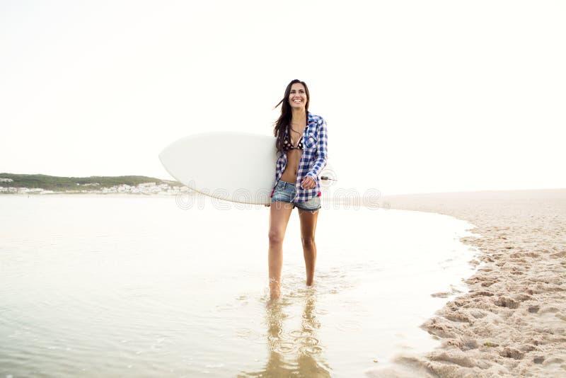Mooi surfermeisje royalty-vrije stock foto's