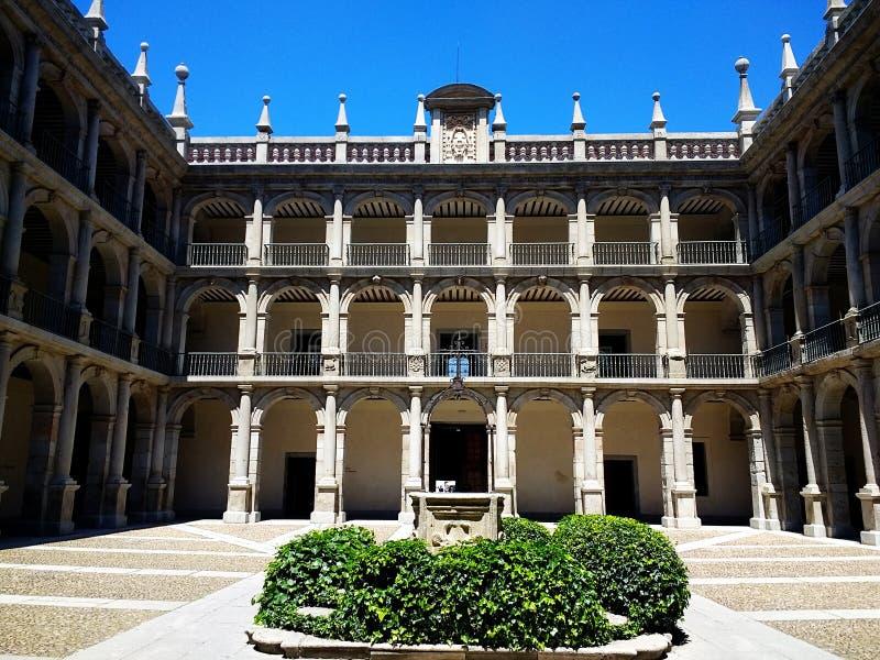 Mooi terras van Alcala DE Henares Universiteit, Madrid, Spanje royalty-vrije stock afbeeldingen