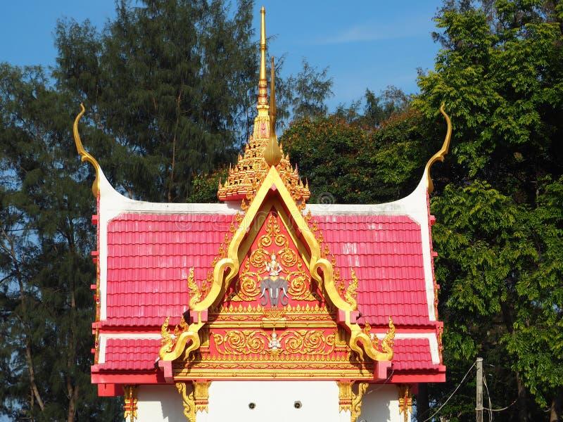 Mooi Thais paviljoen bij Boeddhistische tempel royalty-vrije stock afbeelding