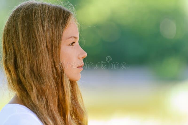 Mooi tiener dicht omhooggaand profiel stock foto's