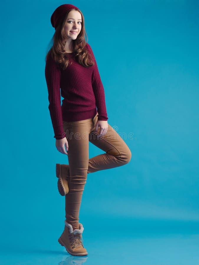 Mooi tienermeisje in in kleren stock afbeeldingen