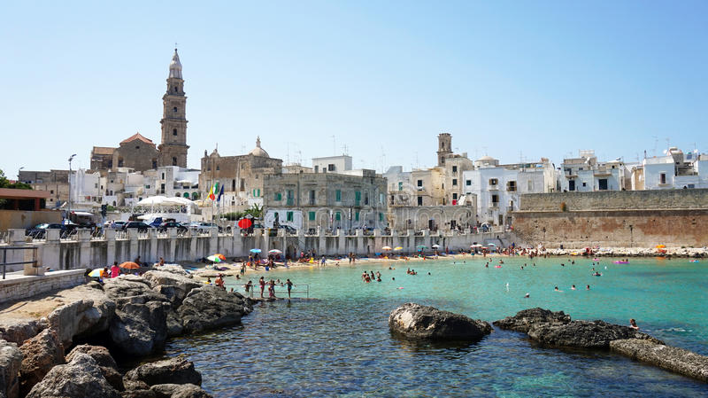 Mooi toneelgezicht in Monopoli, Apulia, zuidelijk Italië stock fotografie