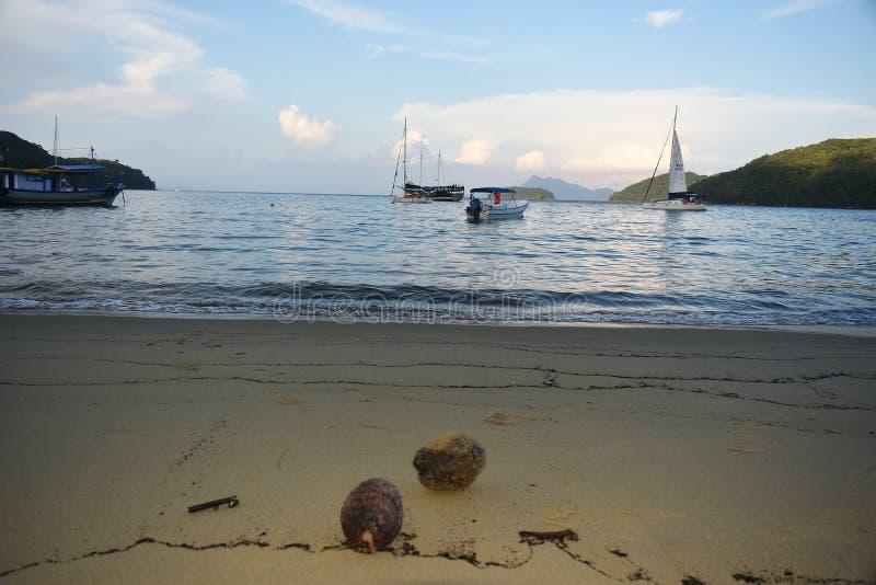 Mooi tropisch strand op Ilha Grande stock foto