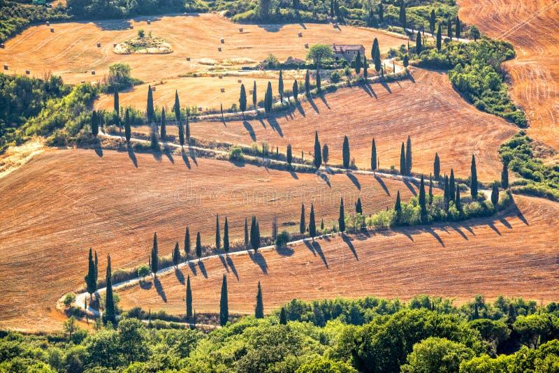 Mooi typisch landschap van Toscanië met rijen van cipressen, La Foce, Toscanië Italië royalty-vrije stock afbeeldingen