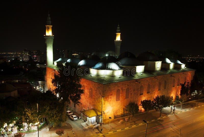 Mooi Ulu Camii (Grote Moskee van Slijmbeurs) bij nightime in Slijmbeurs in Turkije royalty-vrije stock fotografie