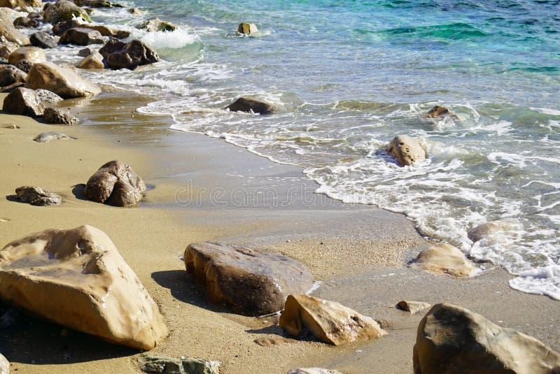 Mooi verlaten strand, ideaal voor het ontspannen royalty-vrije stock afbeelding