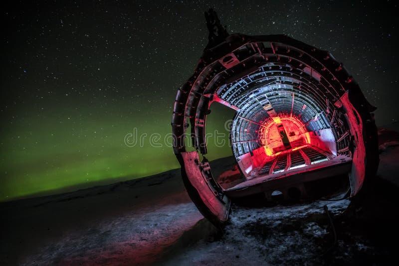 Mooi verlicht vliegtuigwrak op Solheimasandur, IJsland royalty-vrije stock foto