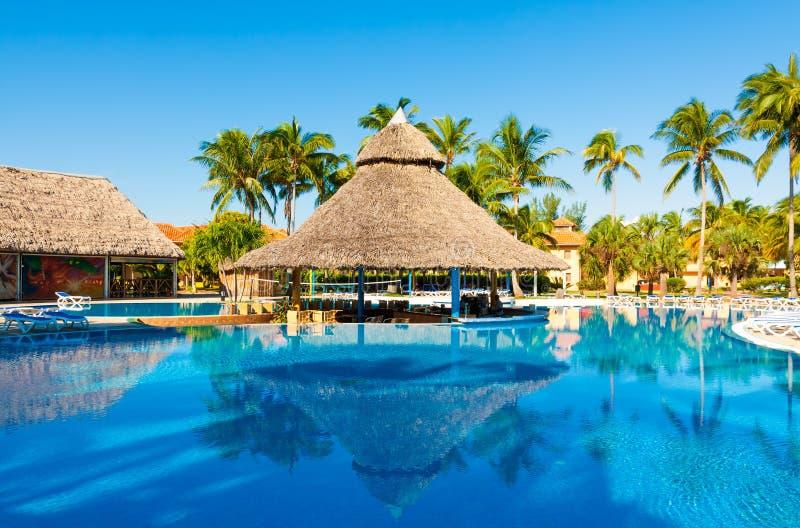 Mooi voeg in openlucht bij een hotel in Cuba samen royalty-vrije stock foto