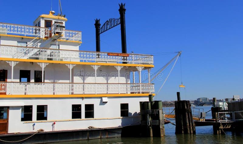 Mooi voorbeeld van ongehaaste bootrit op Cherry Blossom, Potomac Riverboat Bedrijf, Oud Alexandrië, Virginia, 2015 stock afbeelding
