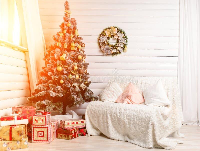 Mooi Vrolijk Kerstmisbinnenland Verfraaide Kerstboom Concept Vrolijk Kerstmis en Nieuwjaar royalty-vrije stock foto