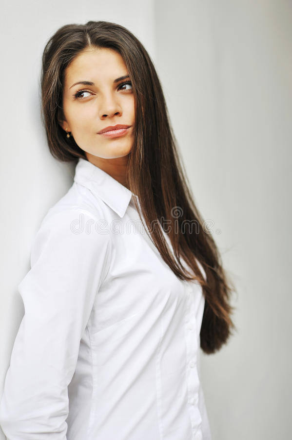 Mooi vrolijk tienermeisje - schoonheids vrouwelijk gezicht royalty-vrije stock fotografie