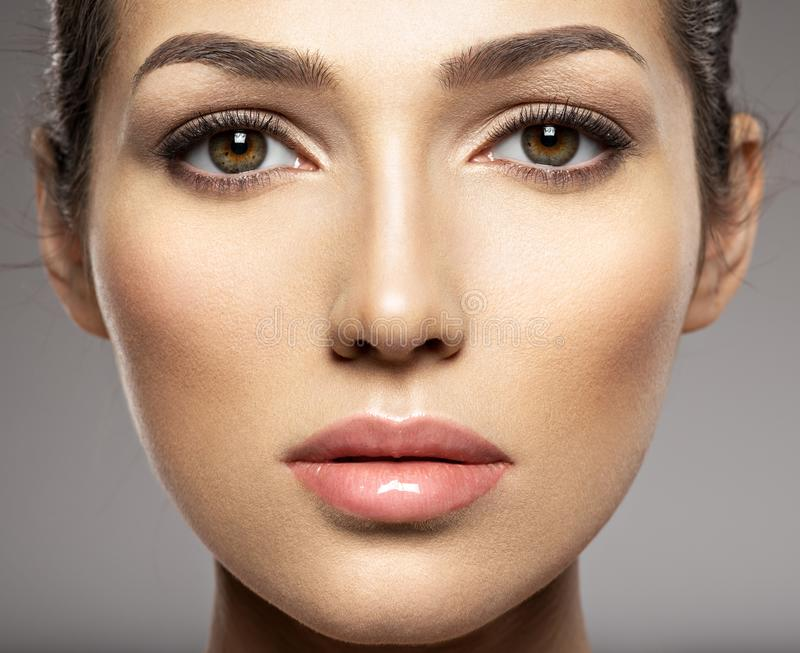 Mooi vrouwengezicht stock foto