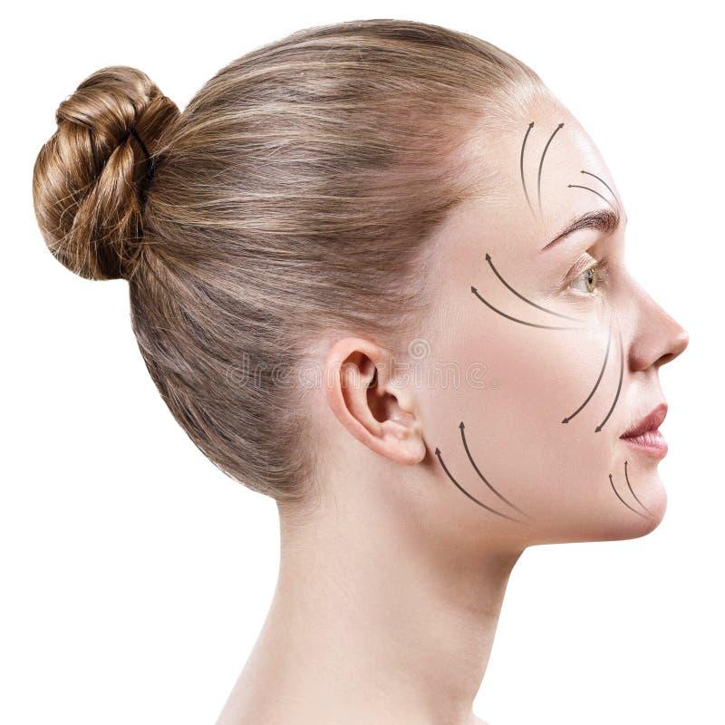 Mooi vrouwengezicht met het masseren van pijlen op gezicht stock afbeeldingen