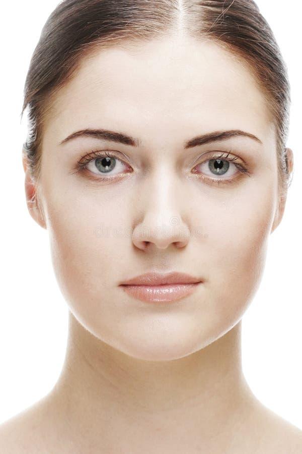 Mooi vrouwengezicht met schone huid stock afbeelding
